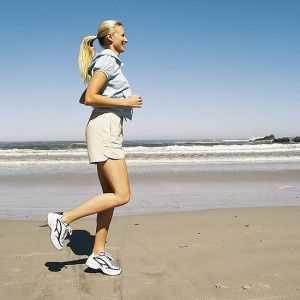 mujer_corriendo_playa