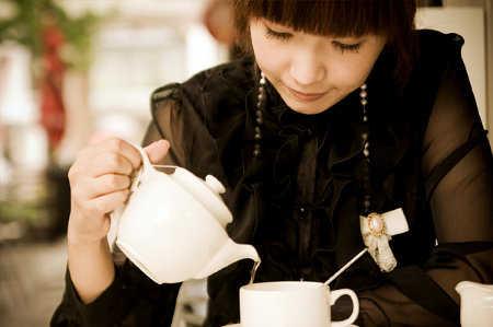 Cambia el café por un delicioso té: tipos y beneficios del